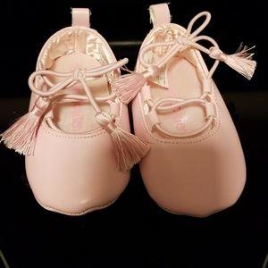 Infant girl ballet shoe
